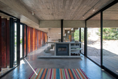 modern house made of concrete; copyright: Luciano Kruk