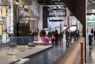 Image: Hallway between booths at a fair; Copyright: Messe Düsseldorf