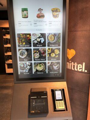 Touch screen in self-service supermarket EDEKA; copyright: Deutsche Bahn AG/Sascha Baumann / all4foto.de
