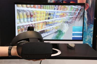 Bild: 3D-Technologie mit VR liegt vor einem Display; Copyright: iXtenso