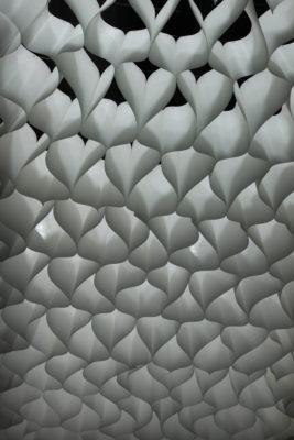 Bild: Raumteiler aus Papier für mobile Messestände; Copyright: iXtenso