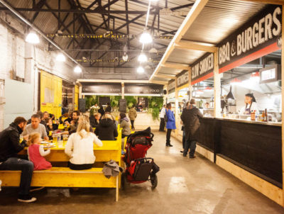 Mercato Metropolitano is a good place to enjoy a relaxed bite with your kids and your mates. Everyone can try things and have fun together. (Photo: Saramontali)