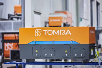 Sorting system from TOMRA in orange; copyright: TOMRA
