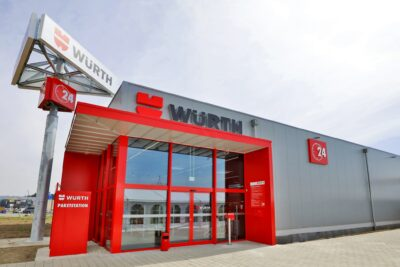 Unmanned store from outside with red entrance; copyright: Würth 24