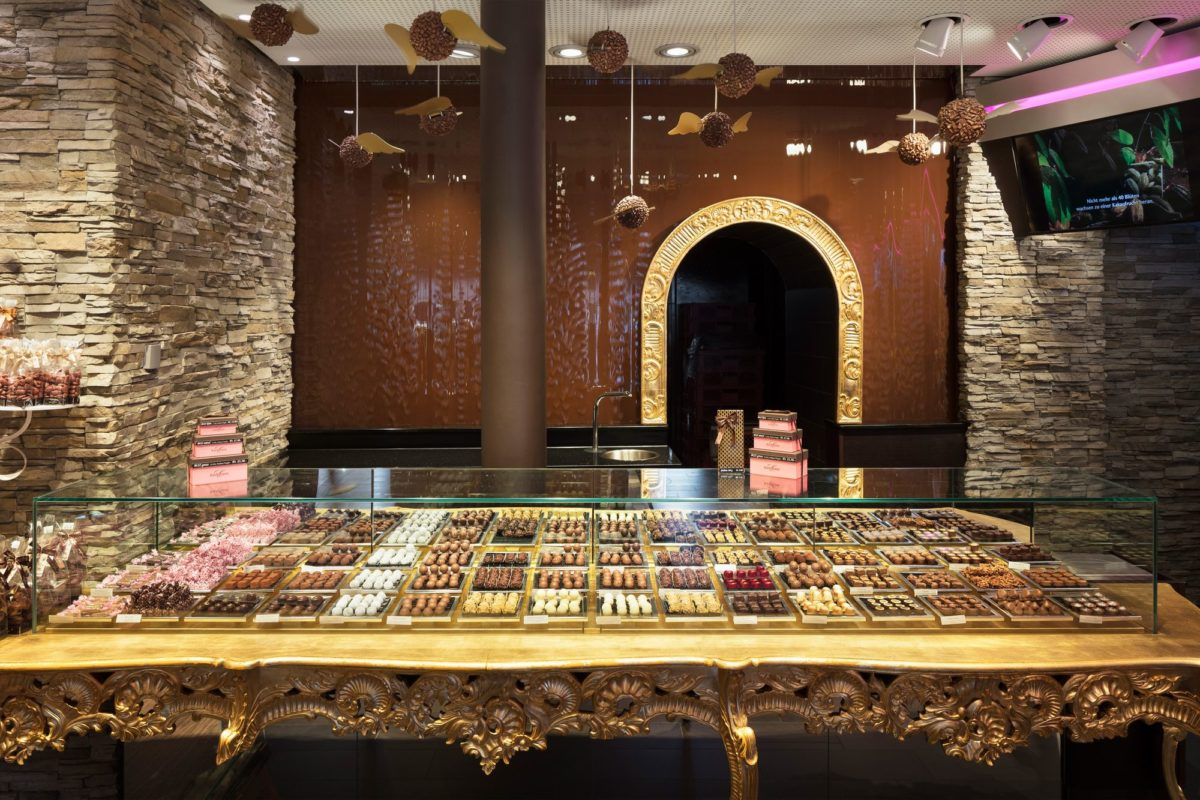 Chocolate World – Sweet temptation under sensual light