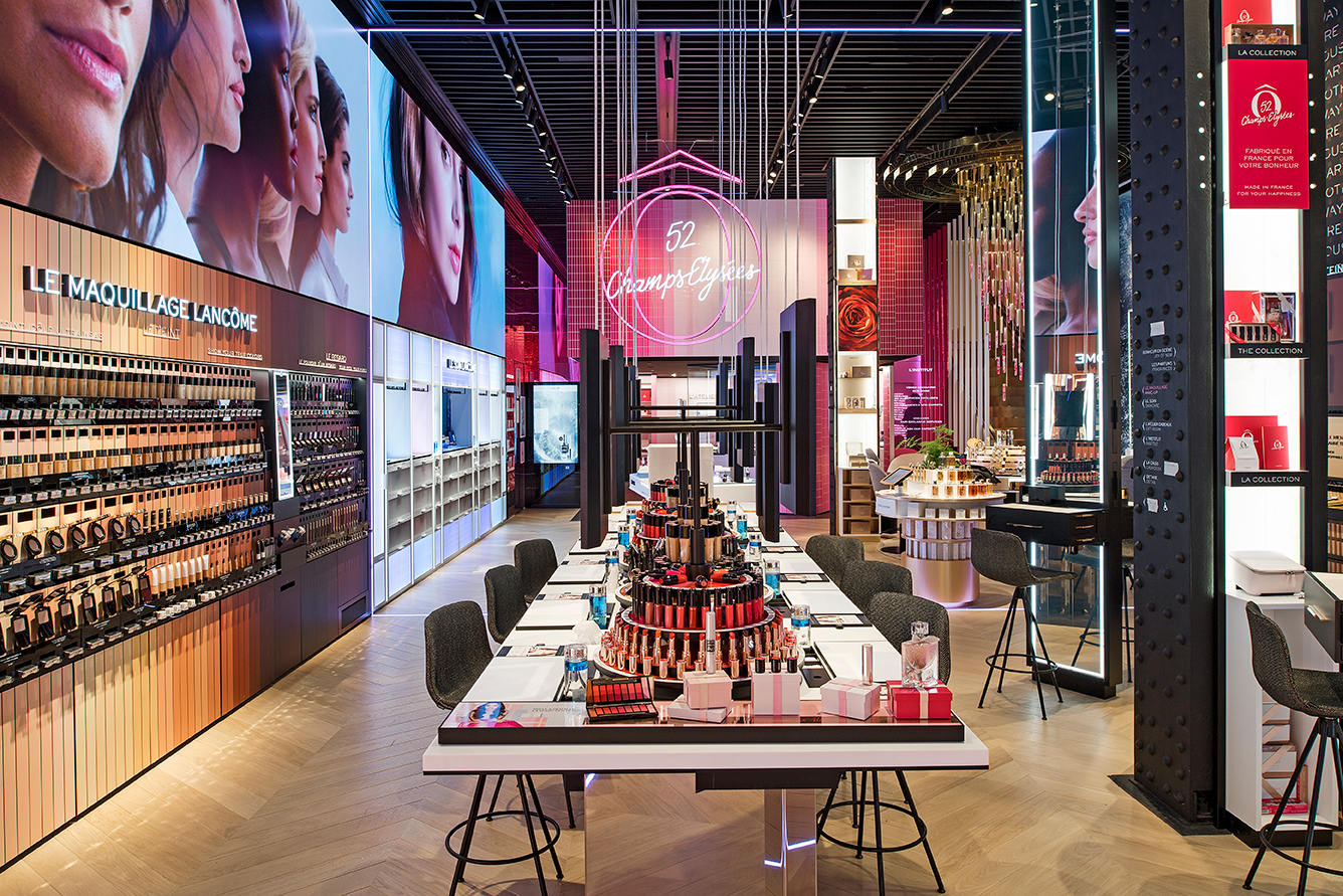 Lancôme Flagship-Store auf der Champs Elysée in Paris.
