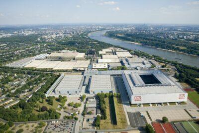 12_Luftaufnahme_6_Messeglände_2006 mit Hallen 8a+b_credit_Messe Düsseldorf