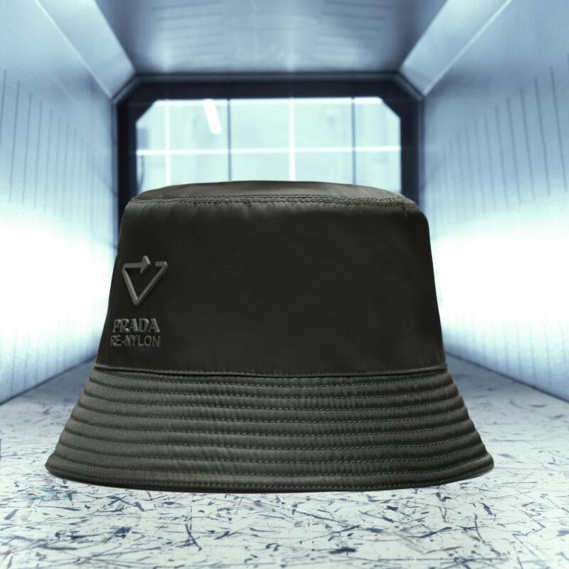 schwarzer Hut in einem Tunnel
