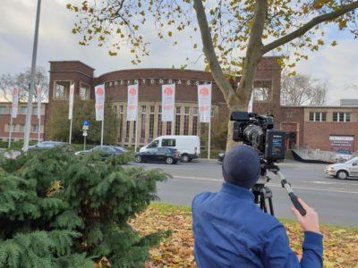 Kamera vor Gebäude Rheinterasse copyright: Messe Düsseldorf