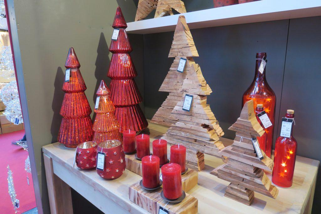 Kerzen und Weihnachtsdekoration © iXtenso / Pott