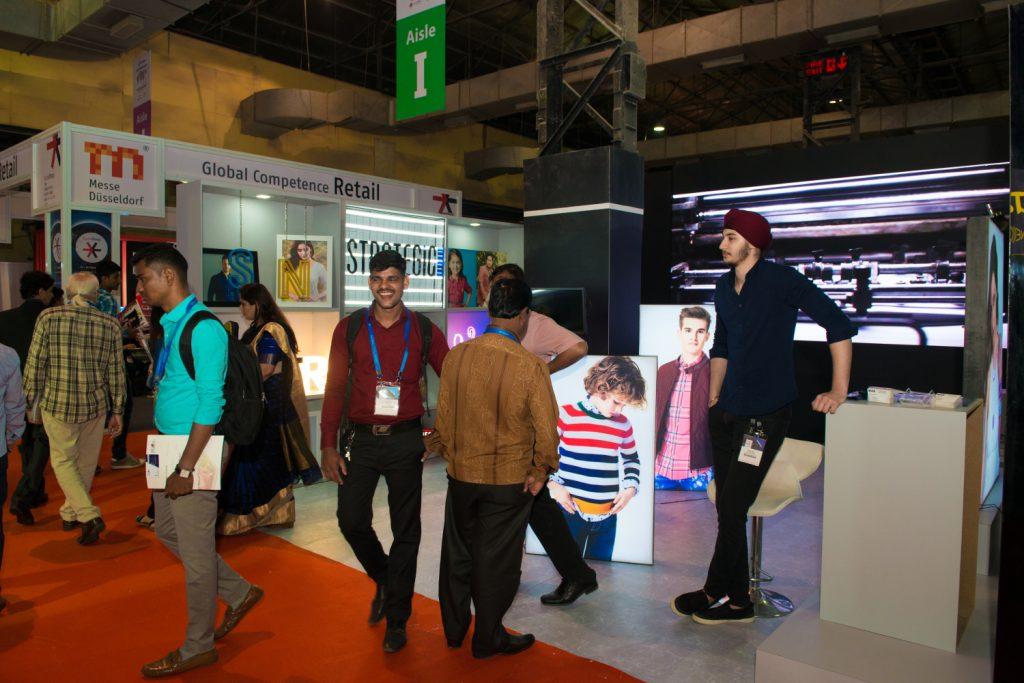 Besucher und Displays auf der Retail Messe in-store asia; &copy Messe Düsseldorf / ctillmann