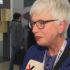 Frau mit grauen HAaren und Brille gibt Interview; copyright: beta-web GmbH
