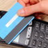 Hand der Frau beim Bezahlen mit kontaktloser Kreditkarte mit nfc-Technologie, Finanzierungskonzept; copyright: PantherMedia / ratmaner