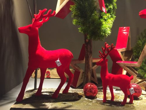 Red plush reindeer; copyright: iXtenso/Pott