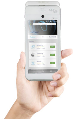Hand hält Smartphone mit der App; copyright: CCV