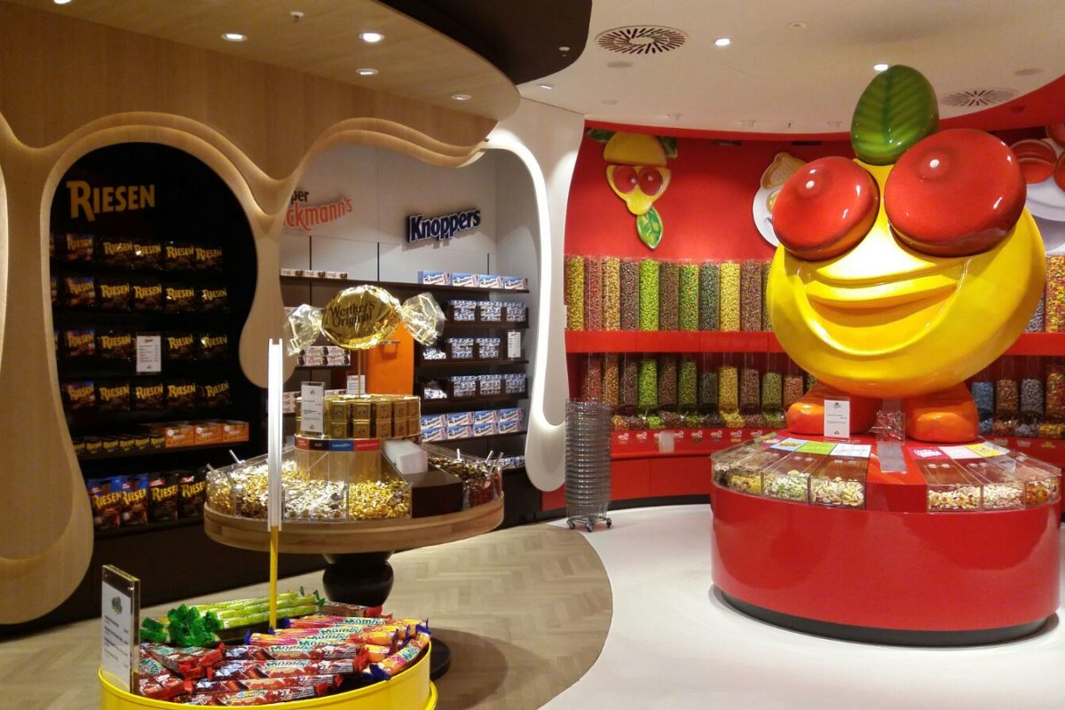 Store design for adventurers and those who have a sweet tooth
