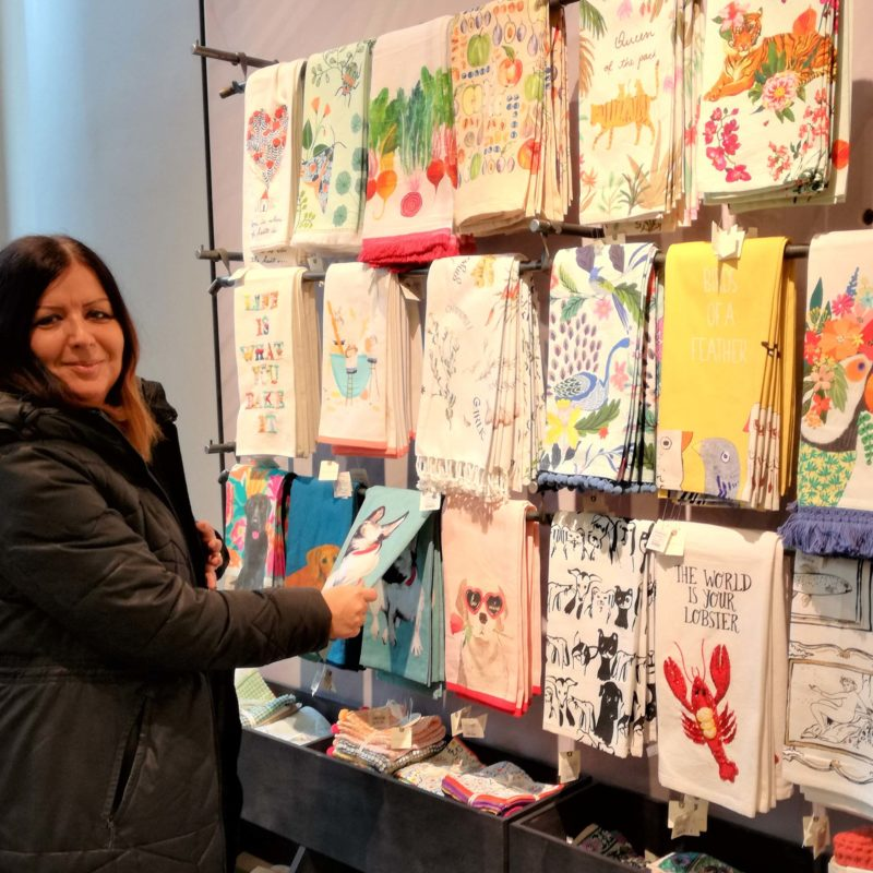 Tanja Karl from the EuroShop team at shopping cheerfully colored kitchen towels