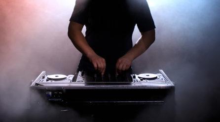DJ, spiel mir das Lied zum Shoppen!