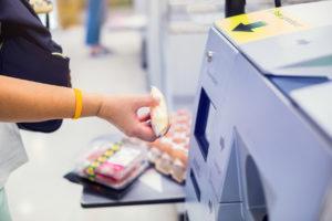 Verbraucher stehen auf Scan and Go