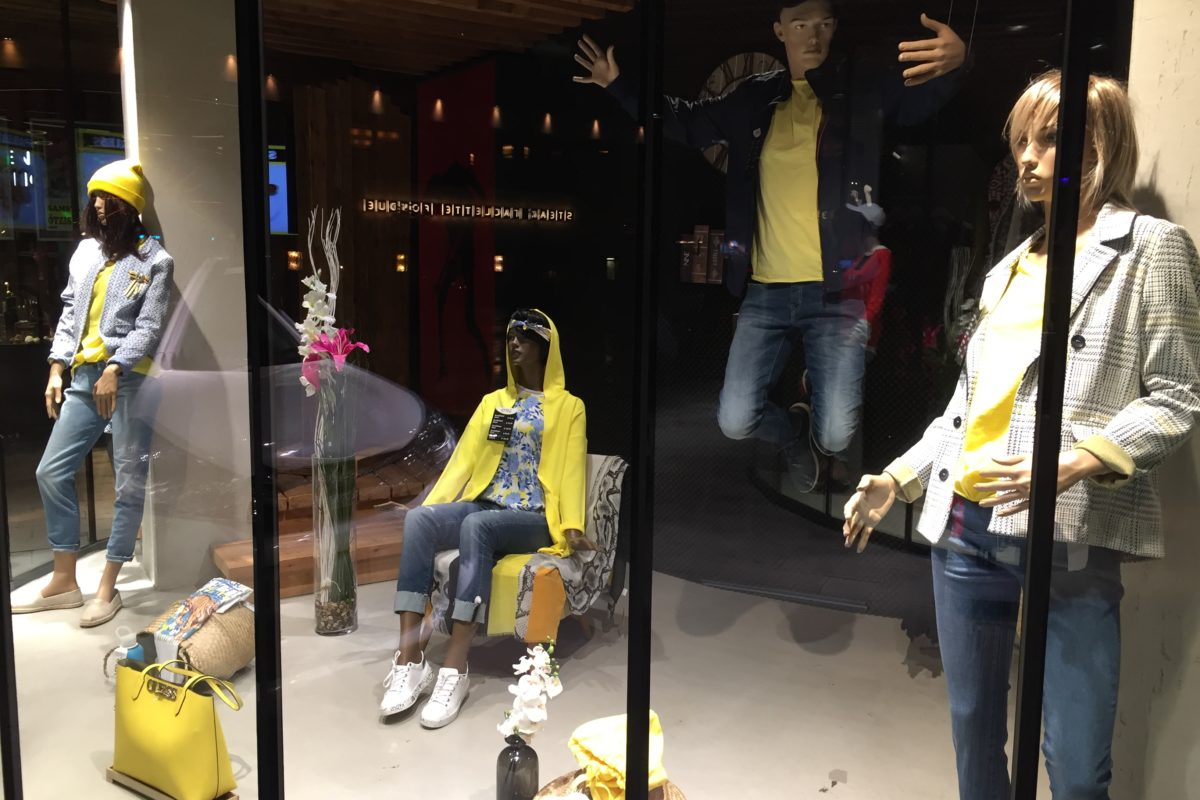 Using store windows effectively as customer magnets