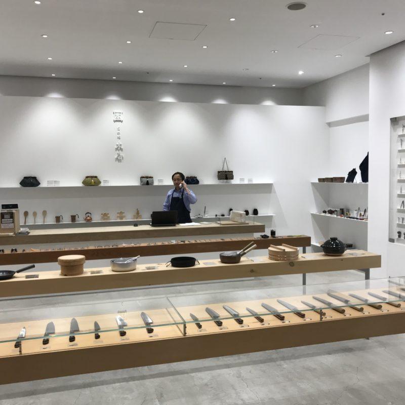 Japanischer Shop mit Messerauslage; copyright: Messe Düsseldorf Japan / Moerke