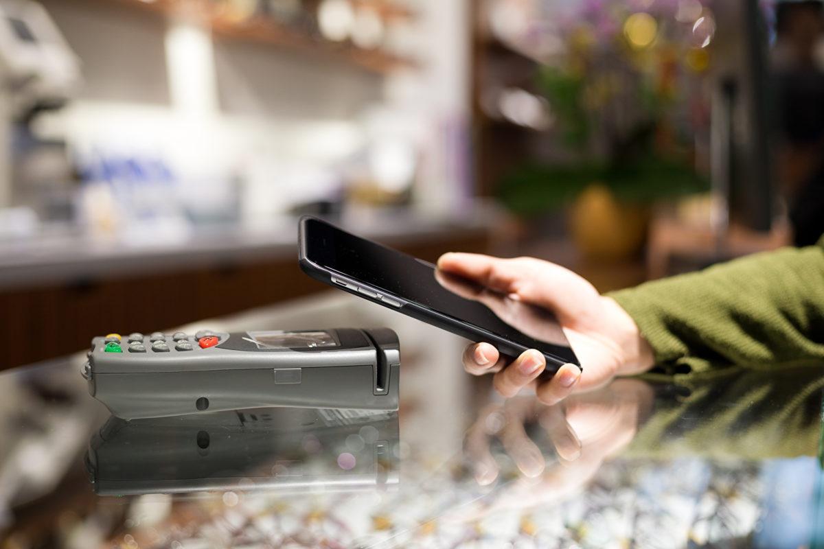 """EHI-Studie """"Kartengestützte Zahlungssysteme 2019"""": kontaktlos und mobil"""