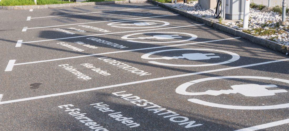 """""""Elektromobilität im Handel 2020 – Ladestationen auf Kundenparkplätzen"""""""