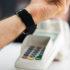 Kontaktloses mobiles Bezahlen mit Smart Watch; copyright: PantherMedia / Andriy Popov