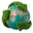 Globus mit grünen Pfeilen, die die Erde umschlingen