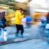 Wanderer in der Stadt in Bewegung verschwommen; copyright: PantherMedia / Madrabothair