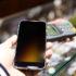 Smartphone gehalten an Bezahlterminal; copyright: PantherMedia / leungchopan (YAYMicro)