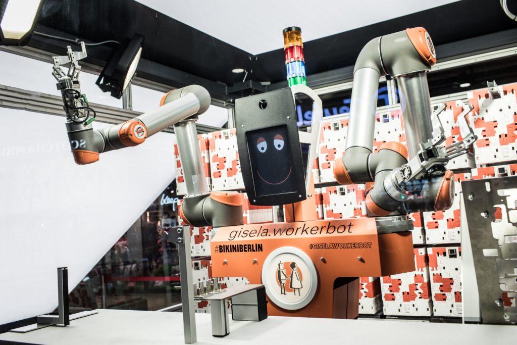 Großer Roboter mit Gesicht auf Display; copyright: pi4_robotics GmbH