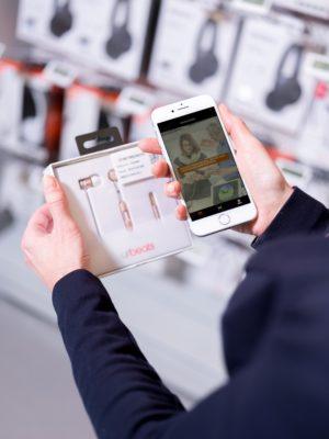 Smartphone und Ware © Saturn Express
