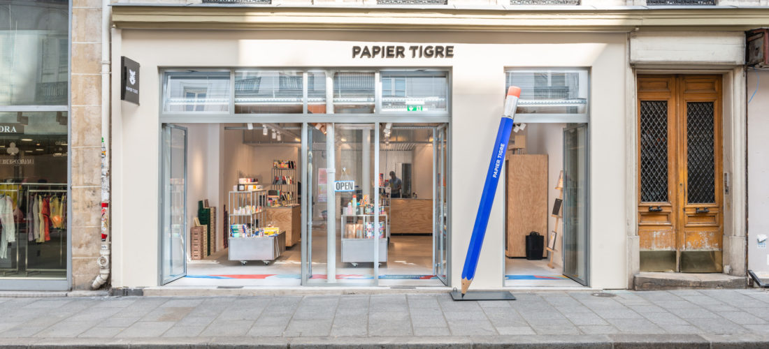 Clear views into the manufacturing workshop: showroom Papier Tigre in Paris